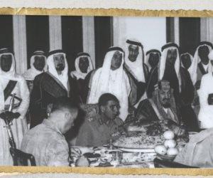 قصة صورة عمرها 66 عاما.. شاهد الملك عبد العزيز آل سعود يستقبل الرئيس محمد نجيب بالطائف