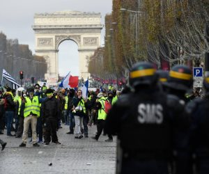 فيديو: نهب وسرقة وتخريب.. فتش عن إعلام الإخوان في احتجاجات فرنسا