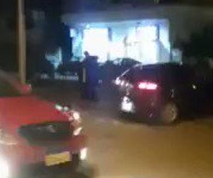 الرحمة حلوة.. قابل عجوزا عاريا في الشارع فشاهد ماذا فعل معه (فيديو)