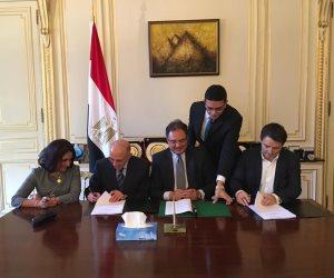 سفير مصر لدى باريس يشهد التوقيع على عقد الاستشاري «المبرمج» لمشروع إنشاء «دار مصر»