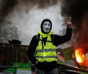 """فرنسا على موعد مع موجة جديدة لـ""""السترات الصفراء"""" و""""مولر"""" يضع ترامب في مأزق.. ماذا حدث بالعالم هذا الصباح؟ (صور)"""