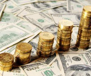 فتش عن الدولار.. هكذا ارتفعت أسعار الذهب عالميا لأعلى معدل منذ 5 أشهر
