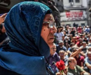 بعد 23 عاما من حزن القرنفل الأحمر.. «أمهات السبت» تكشف وجه أردوغان القبيح