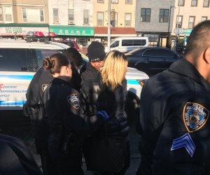 توثيق واقعة تنمر جديدة بأمريكا.. قصة خناقة سيدات في مترو نيويورك (فيديو)