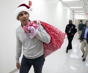أوباما في زي «بابا نويل» بإحدى المستشفيات الخيرية للأطفال في أمريكا (فيديو)