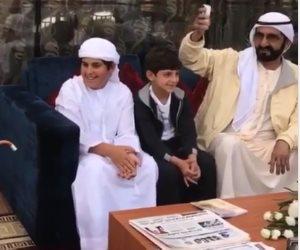 """خلال رقصه بالعصى.. هكذا تفاعل الشيخ محمد بن راشد مع حفيده """"فيديو"""""""
