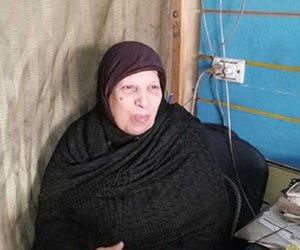 «الحاجة فاطمة» صاحبة الـ66 عاما.. حكاية رحلة الشقاء في عالم قطع غيار السيارات (صور)