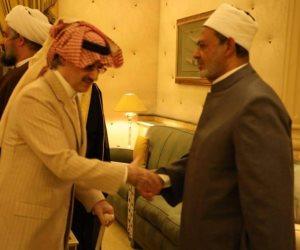 شيخ الأزهر يقدم واجب العزاء لأبناء وأشقاء الأمير طلال بن عبد العزيز آل سعود