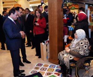 """الرئيس في احتفالية """"قادرون باختلاف"""" لمتحدي الإعاقة.. يحييهم بلغة """"الإشارة"""" ويشيد بإبداعهم (صور)"""