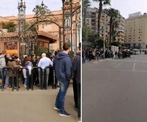 «عشان كده مصر يا ولاد حلوة الحلوات».. السياح يشكلون طوابير أمام المتحف المصري (فيديو وصور)