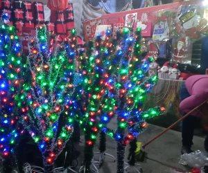 باقي من الزمن أقل من 24 ساعة.. هدايا الكريسماس تغزو أسواق الإسكندرية (صور)