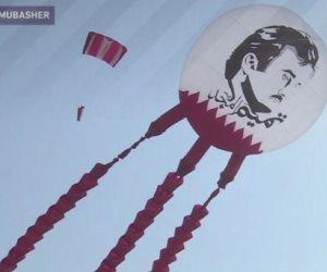 اضحك مع «الحمدين»: قطر تطلق طائرة ورقية عليها صورة «الغشيم» للعام الثاني على التوالي