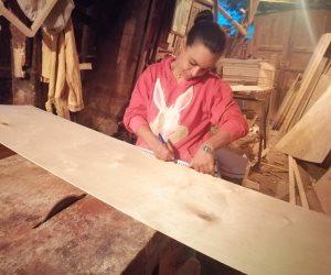 ماجدة شحاتة.. قصة فتاة رفضت الزواج لاقتحام أصعب مهن الرجال (صور)