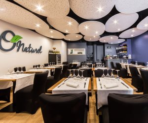بعد مرور أكثر من عام على افتتاحه.. تعرف على أسباب إغلاق أول مطعم للعراة بباريس