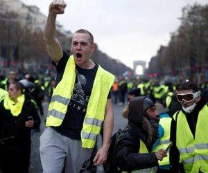«السترات الصفراء» تحكم الخناق على «ماكرون».. هل ينجو الرئيس الفرنسي من المأزق؟