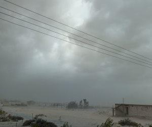 عواصف ترابية تضرب شمال سيناء والأسواق والشوارع تخلو من المارة (صور)