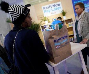 الدفع لاحقا.. تفاصيل تقديم منتجات غذائية لموظفي الحكومة المتضررين من الإغلاق بأمريكا