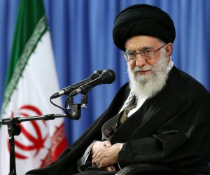 ما وراء العقوبات الأمريكية على إيران؟.. صفقة جديدة وتقويض نفوذ