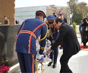 الرئيس السيسى يضع إكليلا من الزهور على النصب التذكارى بأكاديمية الشرطة