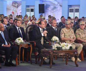 السيسى يلتقط صورة مع أعضاء المجلس الأعلى للشرطة بحضور وزير الداخلية
