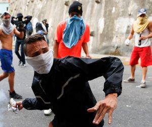 النيران تشتعل في فنزويلا.. هل تتحول «كاركاس» إلى ساحة حرب تغزوها أمريكا؟