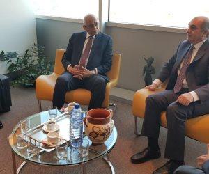 قبل القمة الثلاثية.. رئيس النواب القبرصي يستقبل عبدالعال في المطار (صور)