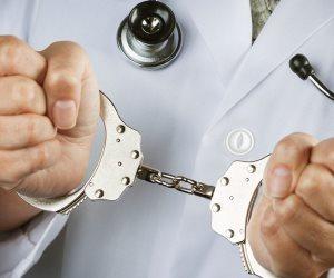 علوم مسرح الجريمة (3).. كيف تصدى القانون للأطباء فى «تزوير الشهادات» للهروب من العقوبة؟