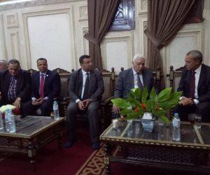 مدد يا سيدى عبدالرحيم يا قناوي.. ماذا فعل المحافظ ووفد برلماني بالمسجد؟ (صور)