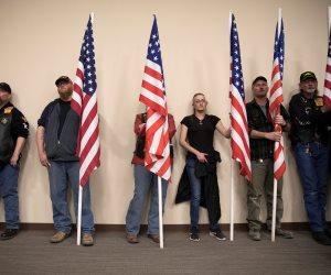 من ينتصر في حرب حيازة الأسلحة بأمريكا؟.. صراع جديد بين أنصار ترامب والديمقراطيين