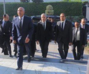 وزير النقل يصل محطة مصر ويبدأ اجتماع مغلق مع قيادات السكة الحديد
