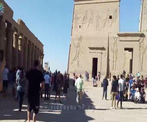 هنا غنى عمرو دياب «عودوني».. «صوت الأمة» داخل معبد فيلة الشاهد على تاريخ مصر (فيديو)