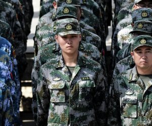 ماذا يفعلون في كراكاس؟.. سر وصول جنود صينيون وروس إلى فنزويلا