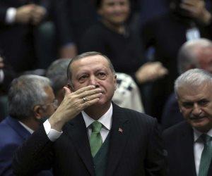 بعد تطاول أردوغان على مصر.. مفكر إماراتي: لو كل كلب عوى رميته بحجر.. ستصبح الأحجار بالدولار