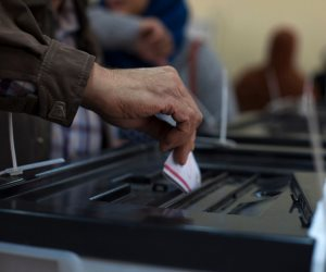 تحيا مصر تزلز الدوحة.. المصريون يتوافدون على لجان الاستفتاء في دولة أمير الإرهاب (صور)