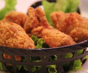 احذروا «كنتاكي».. دجاج نافق وحشرات قاتلة بالوجبة الشهيرة (فيديو)