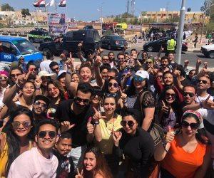 طلاب أكاديمية الفنون يدلون بأصواتهم في الاستفتاء من شرم الشيخ (صور)