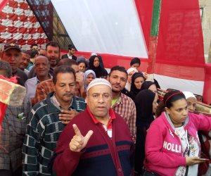 أمام لجان الاستفتاء.. كبار السن يصطفون للتصويت على تعديل الدستور بالوراق