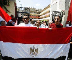 محمود الليثي يشارك المواطنين بمسيرة لدعم الاستفتاء في الهرم (صور)