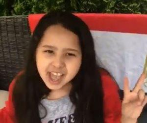 «بحبك يا سيسي».. طفلة مصرية تشارك والدتها بأمريكا الاستفتاء على التعديلات الدستورية
