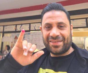 نجم الأهلي السابق يدلي بصوته في الاستفتاء على الدستور