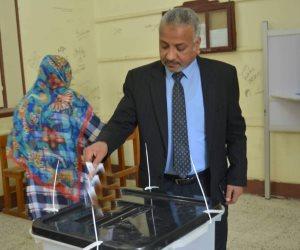نائب رئيس جامعة الأزهر فرع أسيوط يدلي بصوته في الاستفتاء: عبور لمستقبل أفضل