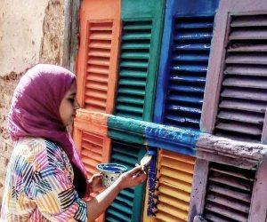 """بالفرشة والألوان.. شباب """"أيدينا نجملها"""" يرسمون البهجة على شوارع الأقصر (صور)"""