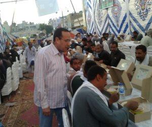 محافظ شمال سيناء يتفقد موائد الرحمن بالعريش ويؤكد نظافة ومكونات الوجبات (صور)