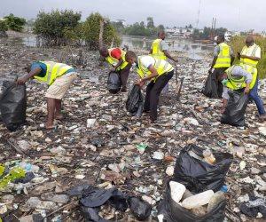 نيجيريا أولى المحتفلين بيوم أفريقيا مع مؤسسة «شباب بتحب مصر» وتجمع ٣ طن بلاستيك