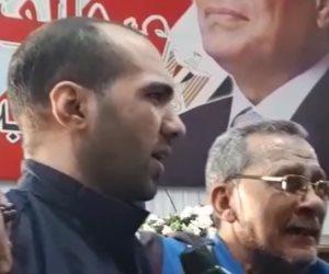 عيدية الرئيس.. والد أحد الغارمين بعد الإفراج عن نجله: «تحيا مصر.. تحيا مصر» (فيديو)