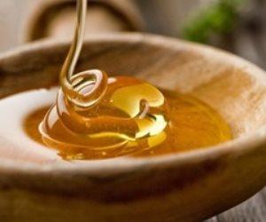 لنضارتها وتفتيحها.. 6 فوائد للعسل الأبيض على بشرتك