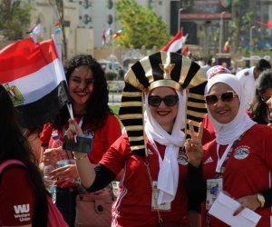 والله واتجمعنا تاني يا مصر.. المصريين يعزفون سيمفونية في حب بلدهم أمام ستاد القاهرة (صور)