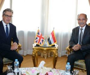 السفير البريطاني يعتذر لوزير الطيران عن القرار البريطاني الأخير