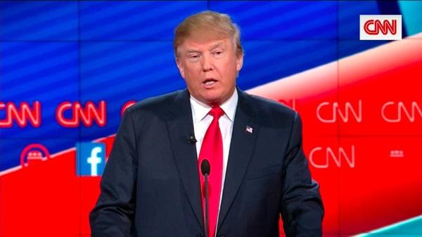 فضائح «ترامب» في موسكو تُشعل الصراع مع الإعلام الأمريكي (تقرير)
