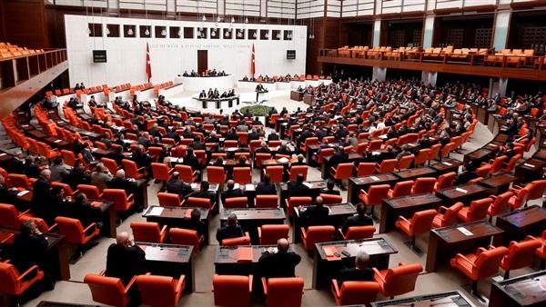 البرلمان التركي يوافق على تعديلات دستورية حول صلاحيات الرئيس